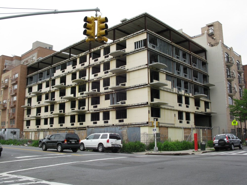 Incomplete left to blight on New York Ave & Lefferts Ave