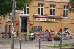 glcklich am park (Kritzelgirlande ) Tags: berlin caf happy glcklich kastanienallee