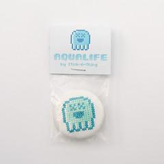 AquaLife PixelJelly cross stitched button silberfischer collab (Stick-A-T