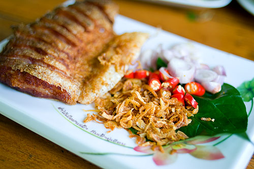 Plaa som thot, deep-fried sour fish, Crokmai Thai Lao