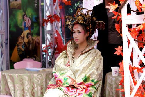 Noivas e vestidos deslumbrantes ..penteados ..joiasn ( ou por ai perto ) 2903891555_01e0751802