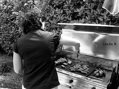Opening Stefania's Swimming Pool: preparing Sausages (Linda {*nel mio giorno di dolore che ognuno ha*}) Tags: blackandwhite girl barbecue sausages chiara biancoenero ragazza salsiccia grigliata chiarablackandwhite