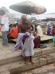 Tying Dhoti 1.5 (amiableguyforyou) Tags: india men up river underwear varanasi bathing dhoti oldmen ganges banaras benaras suriya uttarpradesh ritualbath hindus panche bathingghats ritualbathing langoti dhotar langota