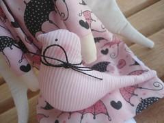 Detalhe Passarinho (GarotaECO Atelie) Tags: bird doll rosa passarinho boneca tilda morena vintageangel