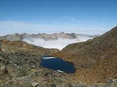 Hoog boven de wolken (wvdoorne) Tags: mountains montagne trekking montana hiking backpacking mountainlake pyrenees pyrnes pirineos pyreneen