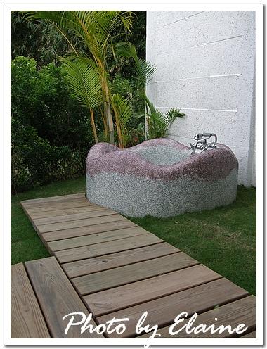 房外的露天浴池