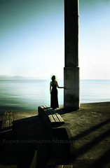 Esa inquietante presencia (Nebulaskin) Tags: chile blue sea woman green water female canon lago mujer alone theatre modelo sola frutillar chilena xti 400d