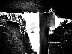 detras-del-muro (Clauminara) Tags: bw abstract muro blancoynegro blanco méxico mexico madera mexicocity df negro bn abstracto ciudaddemexico forma distritofederal hueco mejico escaladegrises méjico