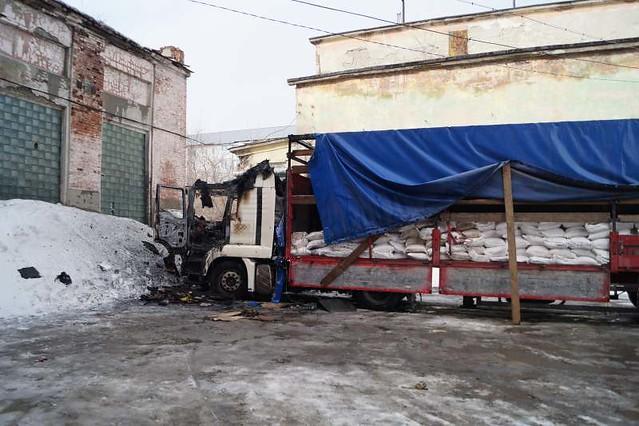 Зажегся грузовой автомобиль, вкотором хотел пообедать шофёр
