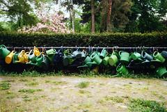 Deutschland [analog] (__J) Tags: friedhof berlin film graveyard analog kreuzberg iso200 lock canonae1 schloss wateringcan wateringpot angekettet gieskannen abgeschlossen bergmannstrase