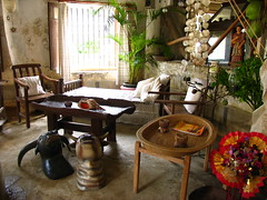receiving room (adlaw) Tags: travel heritage valencia colors floor room philippines culture ground cebu antiques balay tisa receiving carcar cebusugbo balaynatisa osmeavalencia stacatalinast