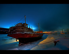 L'Accalmie a flott ! (Julien Robitaille Photographie) Tags: canada boat lowlight bravo searchthebest shipwreck qubec photocontest bateau soe charlevoix stlawrenceriver baiestpaul robitaille firstquality supershot magicdonkey february2008 outstandingshots mywinners digitalcameramagazine flickrplatinum infinestyle diamondclassphotographer bratanesque theperfectphotographer thegardenofzen 301120071815 laccalmieaflott golettelaccalmie julien icecanoeracing julienrobitaille ilseauxcoudres