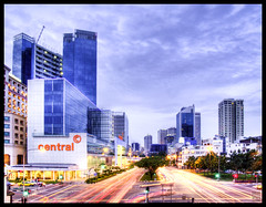 Dusk (Gee!Bee) Tags: city longexposure night clouds mall shopping singapore perfect photographer traffic dusk e300 hdr the 1445mm diamondclassphotographer flickrdiamond betterthangood