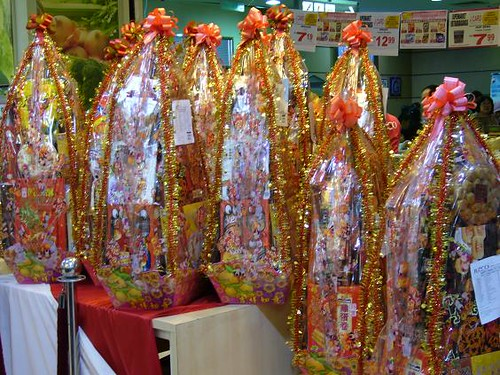 did the culture of giving hampers as Chinese New Year gifts started?