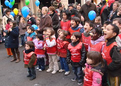Yeyyyyyyy! (Photocapy) Tags: barcelona kids nose ballon bcn balloon kinderen folklore catalonia catalunya tradition cry nase nariz shout nens neus pret childen globus capdany schreien ludoteca brllen waschmaschinen schreeuwen nasso cridar homedelsnassos hombredelasnarices elcangurodelclot