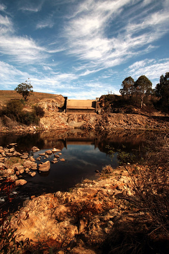Lake William Hovell Dam in drought conditions