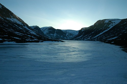 Loch Avon, Frozen in twilight