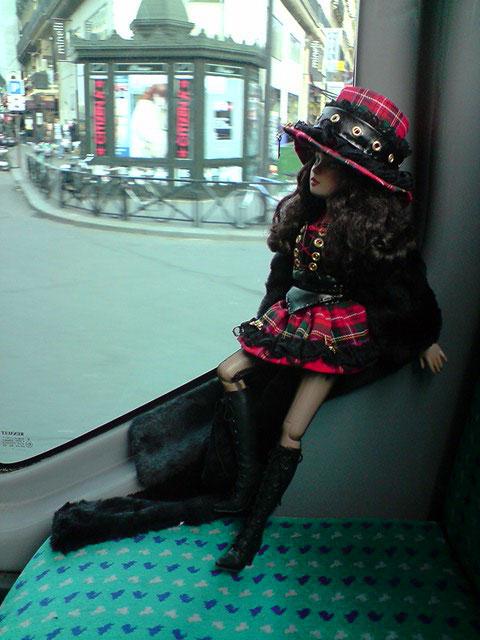 Sarah joue les touristes en solo à Paris 2303023510_37f126433d_o
