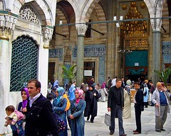 people at the mosque in Eminönü