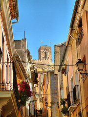 Narrow street leading to the castle Biar Spain (Ron in Blackpool) Tags: spain ron alicante region oldtown curtis costablanca cascoantiguo comarca alicant cascantic marinabaja marinabaixa biar gbstron rongbst roninblackpool roncurtis