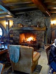 photo -  Green Dragon Inn, The Shire (Jassy-50) Tags: photo hobbiton hinuera northisland newzealand theshire lordoftherings lotr thehobbit movieset movie hobbit shire greendragoninn inn pub chair fireplace fire restaurant