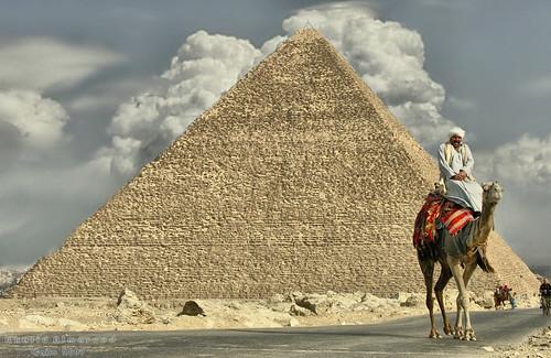 Có công trình xây dựng hiện đại nào nặng hơn Kim tự tháp Giza không?