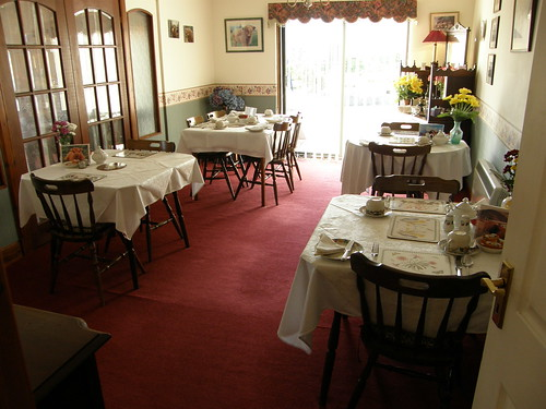 B&B breakfast room