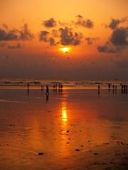 সূর্য আমি, ওই দিগন্তে হারাবো.. (Lazyousuf) Tags: bangladesh coxsbazar