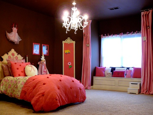 Beautiful bedroom for a girl in deep browns, pinks and whites.