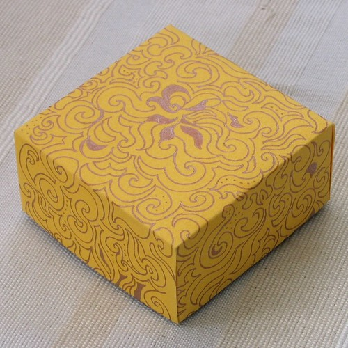 yellow box lid