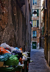 A promise of salvation makes me stay (_Massimo_) Tags: italy colors trash italia liguria genoa genova oldtown spazzatura centrostorico massimostrazzeri rumenta ghesemmu ziomamo