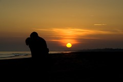 Il bacio (Pavan Andrea) Tags: sunset red sea orange sun love yellow sunrise canon eos 350d kiss tramonto mare feel grain sigma giallo romantic iloveyou mm sole rosso calore 18200 nero amore arancio romantico bacio bibione controluce sabbia contrasti contrasto sognidreams