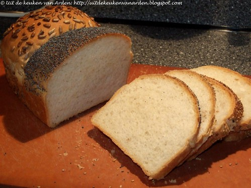 Brood met maanzaad, sesamzaad en zonnebloempitten