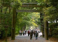 La segona torii de Geku / the second torii of Geku (SBA73) Tags: japan forest puerta gate shrine bosque porta sacred nippon shinto ise torii nihon kami jap bosc santuario sagrado japn  shintoism sagrat   santuari isejingu geku sintoismo sintoisme