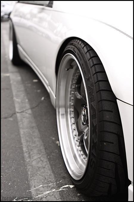 White Z32 2+2 Maxxis Tires