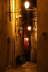 El tiempo de la Luna (Helene Kertsz) Tags: muro portugal colors night lisboa ombre luci vicolo notte lampioni alfama lampione lisbona portogallo palazzi