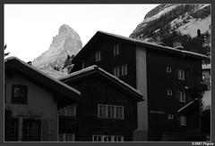 Cervin - Matterhorn (Michal Magnin) Tags: blackandwhite alpes village suisse noiretblanc chalet zermatt matterhorn maison bois valais montagnes cervin mazot 4478