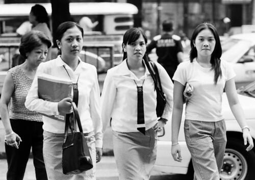 St. Paul college students, Manila uniform walking commuting University  Buhay Pinoy Philippines Filipino Pilipino  people pictures photos life Philippinen