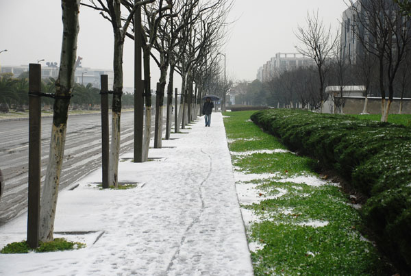 Still snowing