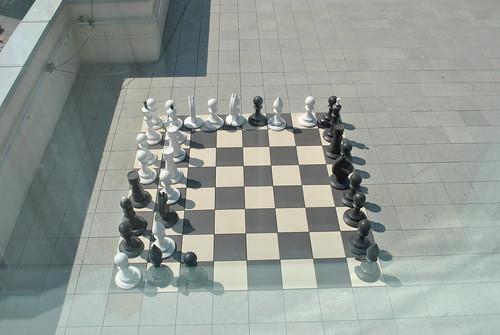 Большие шахматы на балконе
