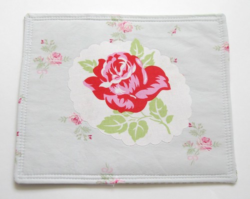 gift presents for mum: tea time mug rug (with embroidery pattern!)