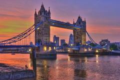 Cacciatore di luce / Light hunter (Tower Bridge London, England) (AndreaPucci) Tags: uk bridge sunset london thames towerbridge tramonto photographer ponte londra hdr regnounito fotografo tamigi canonefs1022mmf3545usm canoneos400 andreapucci