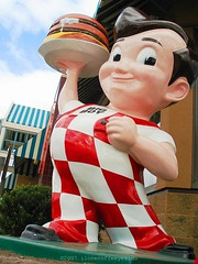 Big Boy-Oh-Boy! (ilovecoffeeyesido) Tags: food classic smiling statue cheese happy holding hand yum burger plate diner delicious doublecheeseburger cheeseburger overalls pompadour restaraunt bigboy redandwhite americanicon americanfood checkerboardpants bigboyburger bigboystatue bigboysandwich doubledeckercheeseburger classicamericanicon harrisonoh