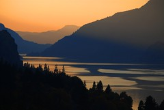 sunset in the columbia river gorge (drburtoni) Tags: sunset fall river day columbia clear gorge supershot fiveflickrfavs theperfectphotographer theemptyplaces greatamericanlandscapes pwfall