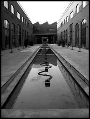 il tunnel (: panti :) Tags: bw blackwhite case bn acqua biancoenero vetri riflesso vetrate serpente