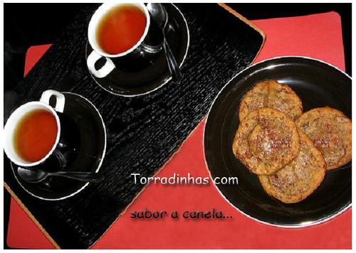Chá, pão, azeite, açúcar e canela