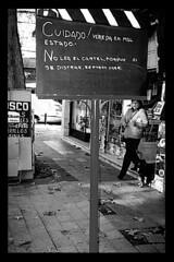 rogamos no leer este cartel (quino para los amigos) Tags: street black fall broken argentina buenosaires funny leer joke ad pedestrian bn read palermo signal roto cartel cartele caer dontread miargentina