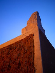 Roof a house in Ghadames, Libya (Eric Lafforgue) Tags: africa roof sunset house sahara mud northafrica hasselblad libya ksar ghadames libia libye libyen ghadafi fezzan h3d  lbia 12973 lafforgue toub libi ericlafforgue libiya  ribia liviya khadafi ghadamis libija       lbija  lby  libja lbya liiba livi