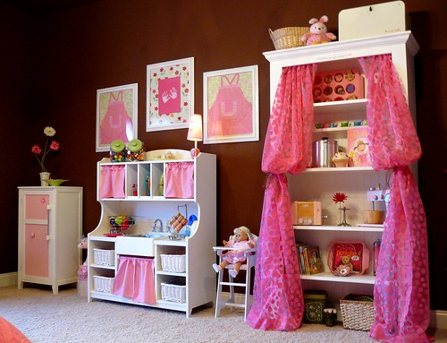 Play area in browns, whites and pinks for a girl's magical bedroom