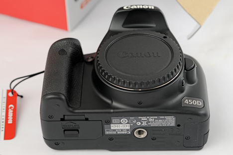 Canon XSi / 450D -- bottom view